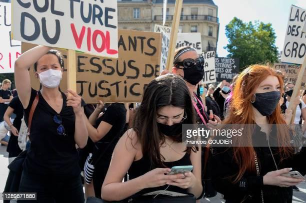 """Rassemblement Place de l'Hôtel de Ville à l'appel du comité féministe des étudiantes de l'Université de Paris I appuyé par le collectif """"#NousToutes""""..."""