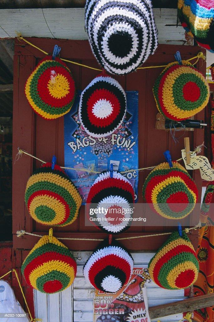 Rasta Rastafarian hats on display, Tobago, Trinidad and Tobago, West Indies, Caribbean, Central America : Foto de stock