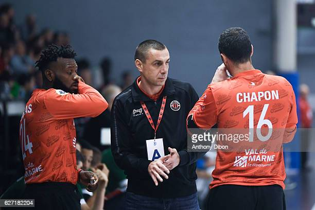 Rastko Stefanovic coach of Ivry talks with Remy Gervelas and Francois Xavier Chapon during the Lidl Starligue match between Ivry and Cesson Rennes on...
