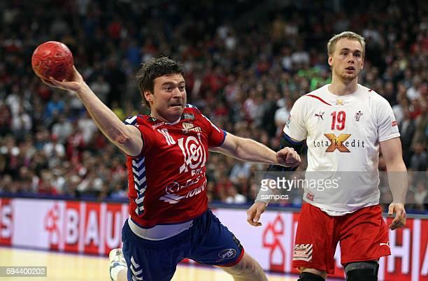 Rastko STOJKOVIC beim wurf , rechts Rene TOFT HANSEN Handball Männer Europameisterschaft Spiel Finale : Serbien - Dänemark Handball european...