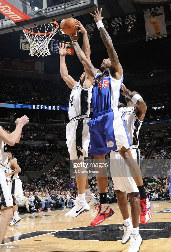 Rasual Butler #45 of the Los Angeles Clippers shoots against Richard Jefferson #24 of the San Antonio Spurs on March 13, 2010 at the AT&T Center in San Antonio, Texas.