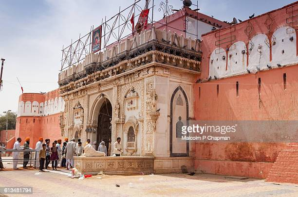 "rat temple at deshnoke near bikaner, rajasthan, india - india ""malcolm p chapman"" or ""malcolm chapman"" ストックフォトと画像"
