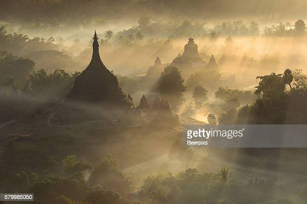 ratanabon paya in mrauk u, myanmar. top view with mist at sunlight. - sittwe stock pictures, royalty-free photos & images