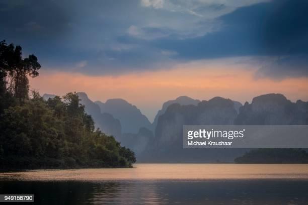 ratchaprapha, cheow lan lake, khao sok national park, surat thani province, thailand - surat thani province stock pictures, royalty-free photos & images
