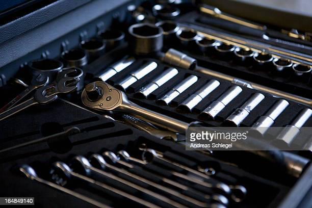 ratchets and sockets and spanners - werkzeug stock-fotos und bilder
