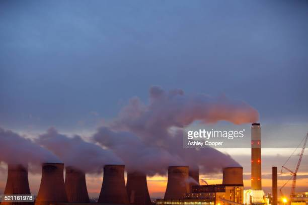 Ratcliffe on Soar coal fired power station near Nottingham, UK, responsible for massive greenhouse gas emissions.