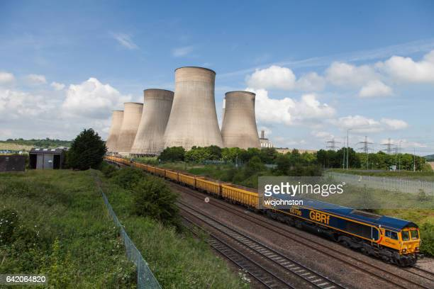 Ratcliffe-on-Soar Kraftwerk. GBRF GB Railfreight Zug leeren Lager