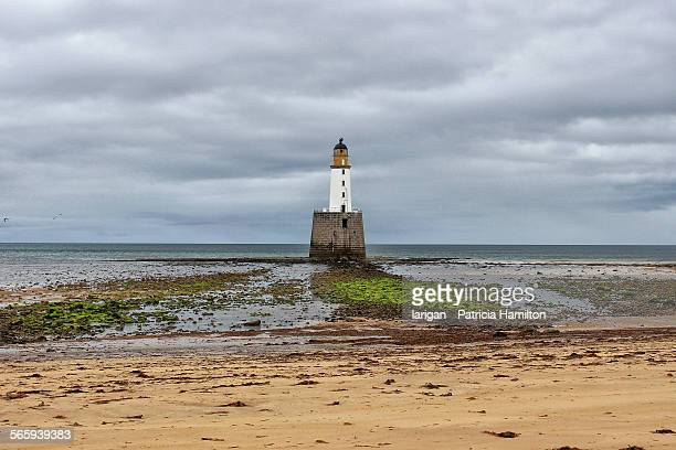 rattray lighthouse at low tide, aberdeenshire - rattray head stock pictures, royalty-free photos & images