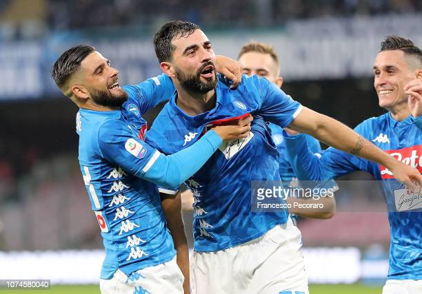 Raul Albiol and Lorenzo Insigne of SSC Napoli celebrate the 1-0 goal scored by Raul Albiol during the Serie A match between SSC Napoli and Spal at...