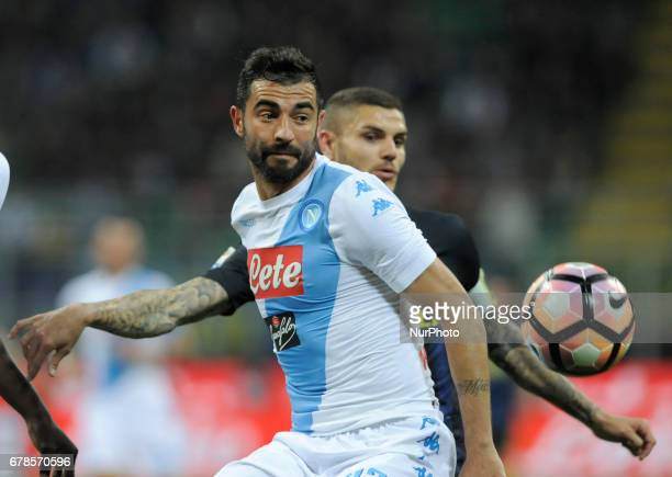 Raul Albiol of Napoli player and Mauro Icardi of Inter player during the Serie A match between FC Internazionale and SSC Napoli at Stadio Giuseppe...