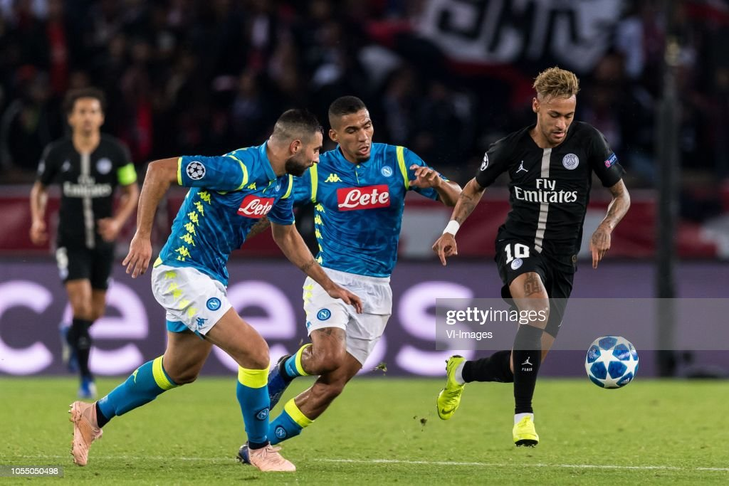 "UEFA Champions League""Paris St Germain v SSC Napoli"" : Fotografía de noticias"