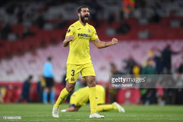 Raul Albiol of Villarreal CF celebrates victory following the UEFA Europa League Semi-final Second Leg match between Arsenal and Villareal CF at...