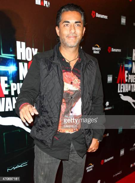 Raul Araiza attends the red carpet of Hoy no me puedo levantar at Almada Theater on February 18 2014 in Mexico City Mexico