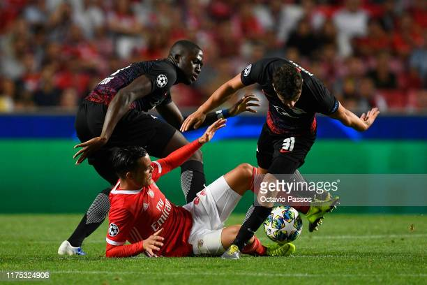 Raul de Tomas of Benfica battles with Diego Demme and Ibrahima Konate during the UEFA Champions League group G match between SL Benfica and RB...