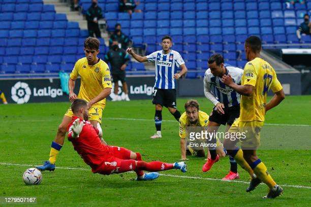 Raul de Tomas of RCD Espanyol scores his side's first goal for 1-0 in the 75th minute during the La Liga Smartbank match between RCD Espanyol and AD...