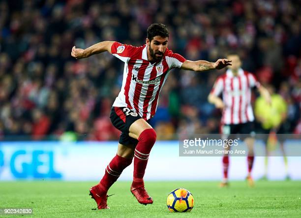 Raul Garcia of Athletic Club controls the ball during the La Liga match between Athletic Club Bilbao and Deportivo Alaves at San Mames Stadium on...