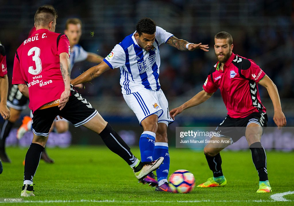 Raul Garcia of Deportivo Alaves duels for the ball with Willian Jose Da Silva of Real Sociedad during the La Liga match between Real Sociedad de Futbol and Deportivo Alaves at Estadio Anoeta on October 22, 2016 in San Sebastian, Spain.