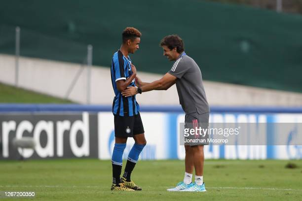 Raul Gonzalez Blanco Head coach of Real Madrid shows encouragement for Thomas Schiro following Internazionale's elimination from the competition...