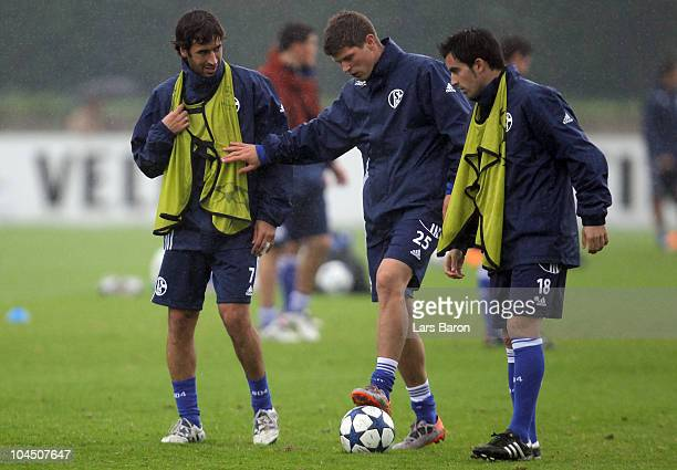 Raul Gonzalez Klaas Jan Huntelaar and Jurado are seen during a FC Schalke 04 training session ahead of the UEFA Champions League match against SL...