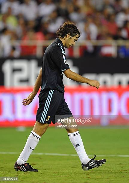 Raul Gonzalez of Real Madrid hangs his head during the La Liga match between Sevilla and Real Madrid at the Estadio Ramon Sanchez Pizjuan on October...