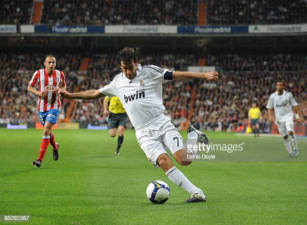 Raul Gonzalez of Real Madrid in action during the La Liga match between Real Madrid and Atletico Madrid at the Santiago Bernabeu stadium on March 7...