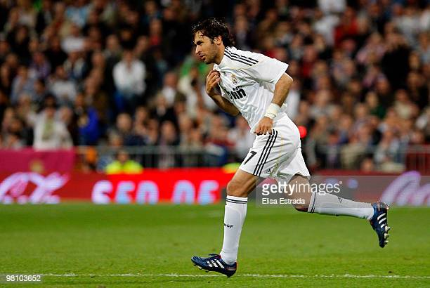 Raul Gonzalez of Real Madrid in action during the La Liga match between Real Madrid and Atletico de Madrid at Estadio Santiago Bernabeu on March 28...