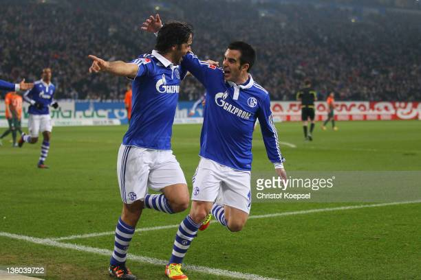 Raul Gonzalez of Schalke celebrates the first goal with José Manuel Jurado during the Bundesliga match between FC Schalke 04 and SV Werder Bremen at...