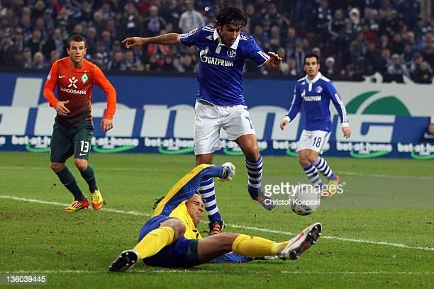 Raul Gonzalez of Schalke scores the first goal against Tim Wiese of Bremen during the Bundesliga match between FC Schalke 04 and SV Werder Bremen at...