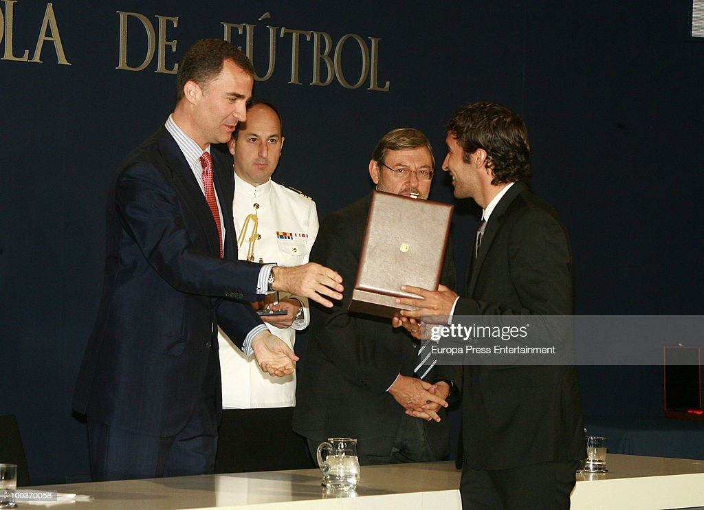 Raul Gonzalez (R) receives de Golden Medal from Prince Felipe of Spain (L) during the opening of the Spanish Football Federation Museum on May 24, 2010 in Madrid, Spain.