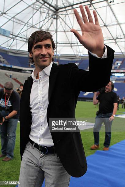 Raul Gonzalez welcomes the fans during the FC Schalke press conference at the Veltins Arena on July 28 2010 in Gelsenkirchen Germany FC Schalke...