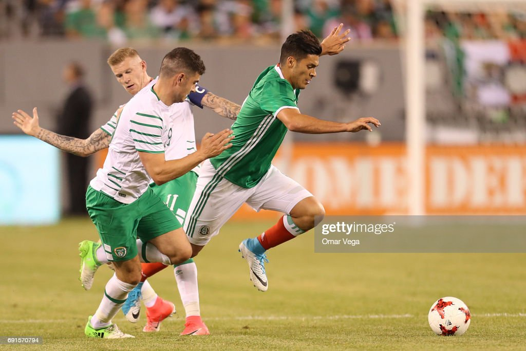 Raul Jimenez of Mexico and Daryl Murphy of Irland during the friendly match between the Republic of Ireland and Mexico at MetLife Stadium on June 01, 2017 in East Rutherford, NJ.
