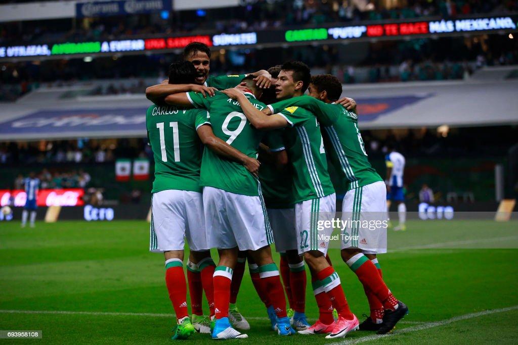 Mexico v Honduras - FIFA 2018 World Cup Qualifiers : Fotografía de noticias
