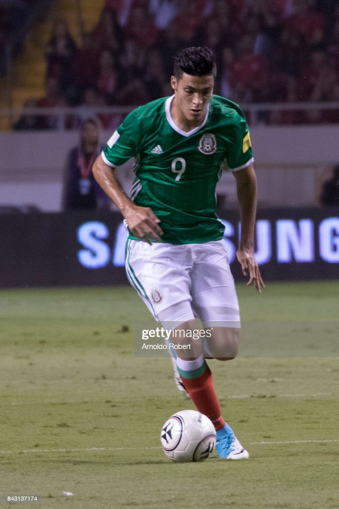 Raul Jimenez of Mexico drives the ball during the match between Costa Rica and Mexico as part of the FIFA 2018 World Cup Qualifiers at Nacional de Costa Rica Stadium on September 05, 2017 in San Jose, Costa Rica.