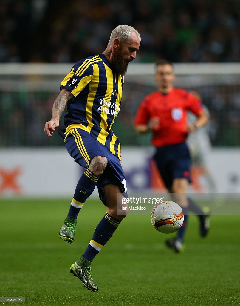 Raul Meireles of Fenerbahe controls the ball during the UEFA Europa League match between Celtic FC and Fenerbahce SK at Celtic Park on October 01, 2015 in Glasgow, Scotland.