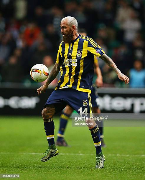 Raul Meireles of Fenerbahe controls the ball during the UEFA Europa League match between Celtic FC and Fenerbahce SK at Celtic Park on October 01...