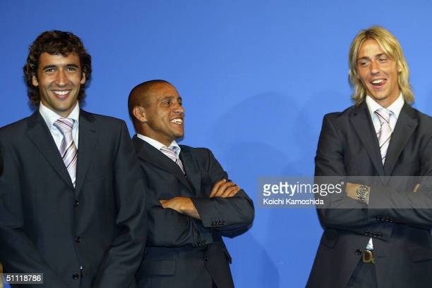Raul Roberto Carlos and Guti of Real Madrid are seen after a press conference at a hotel on July 27 2004 in Tokyo Japan Real Madrid is in Japan to...