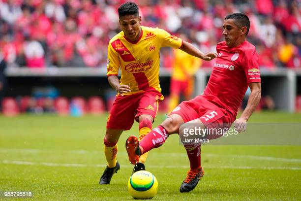 Raul Ruidiaz of Morelia and Osvaldo Gonzalez of Toluca fight for the ball during the quarter finals second leg match between Toluca and Morelia as...