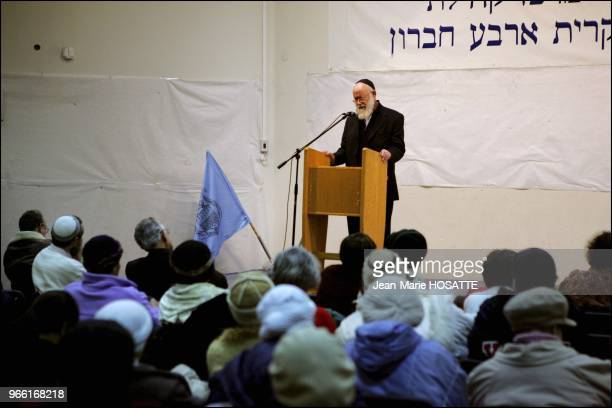 Rav Levinger talks to the residents of Qyriat Arba Hebron and explains that leaving Hebron would be tantamount to compromise the future of the Jewish...