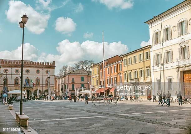 ラヴェンナ、ポポロ広場 - ラヴェンナ ストックフォトと画像