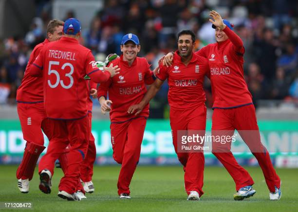 Ravi Bopara of England celebrates with Eoin Morgan Joe Root and James Tredwell after taking the wicket of MS Dhoni of India for no runs after he was...