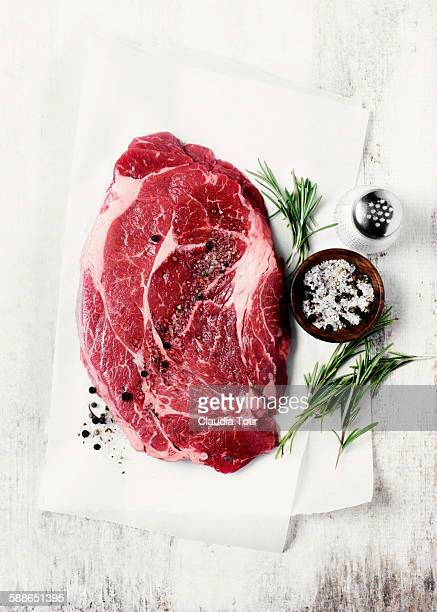 raw beef steak - roh stock-fotos und bilder