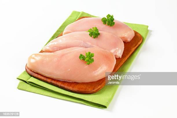 Peitos de frango crus