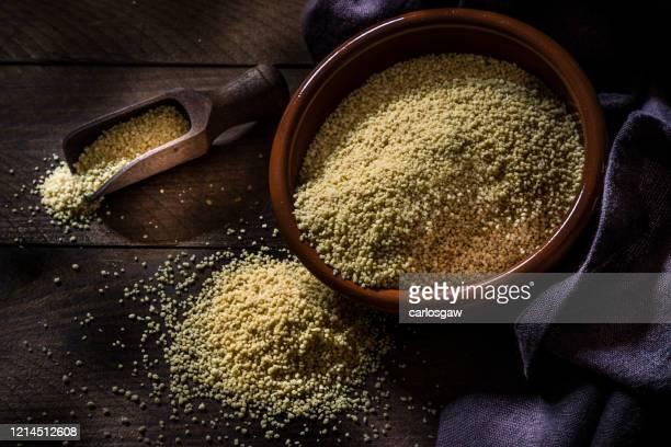 rå couscous - bulgur bildbanksfoton och bilder
