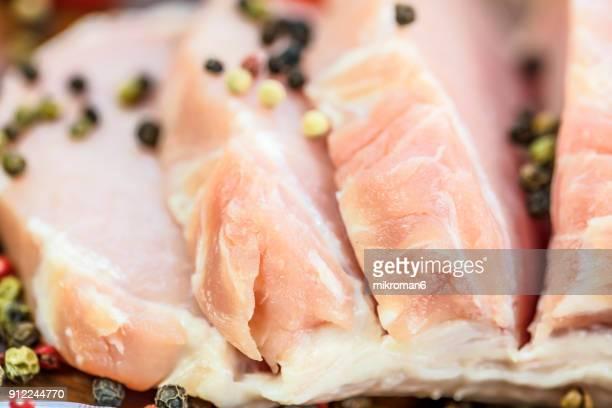 raw, fresh pork chop - carne de cerdo fotografías e imágenes de stock
