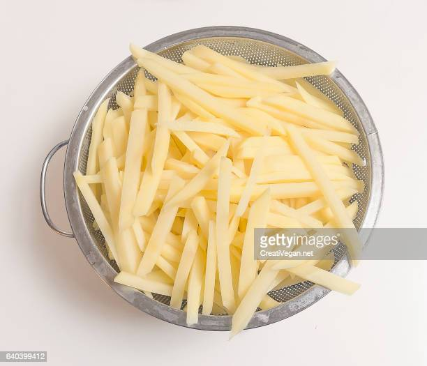 raw fries - ジャガイモ料理 ストックフォトと画像