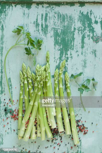 raw green asparagus spears, parsley  and mixed peppercorns - flat leaf parsley stock pictures, royalty-free photos & images