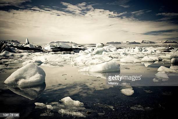dunkles natur eisberge series i - mlenny stock-fotos und bilder