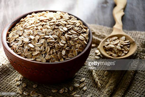 Raw organic rolled oats