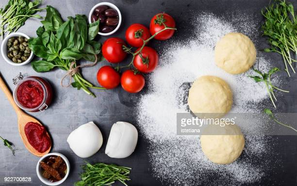 raw pizza dough with ingredients - pizza photos et images de collection
