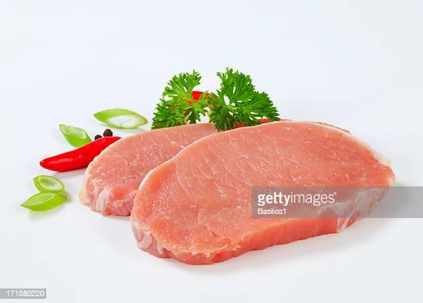 primas lomo chuletas de cerdo con especias - carne de cerdo fotografías e imágenes de stock